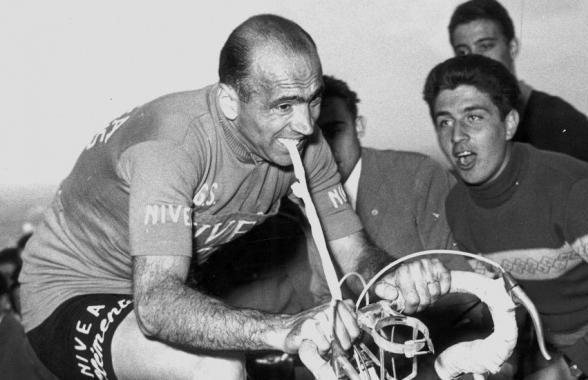 Foggal-körömmel a versenyben maradásért (Fiorenzo Magni, 1956)
