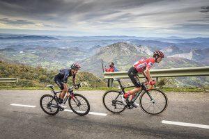 Primoz Roglic az Angliru emelkedőjén - Vuelta a Espana 2020